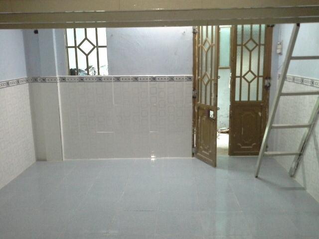 Cho thuê phòng trọ có gác lửng gần chợ đầu mối Hóc Môn. DT 20m2, giá 1.5 tr/tháng